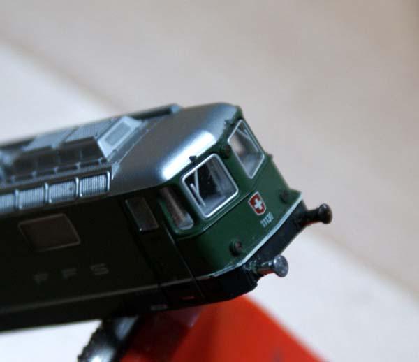 Il reste à coller les tampons et le cas échéant rectifier la couleur. Sur cette dernière image, le tampon en arrière-plan est celui d'origine, celui du permier plan un tampon de remplacement.