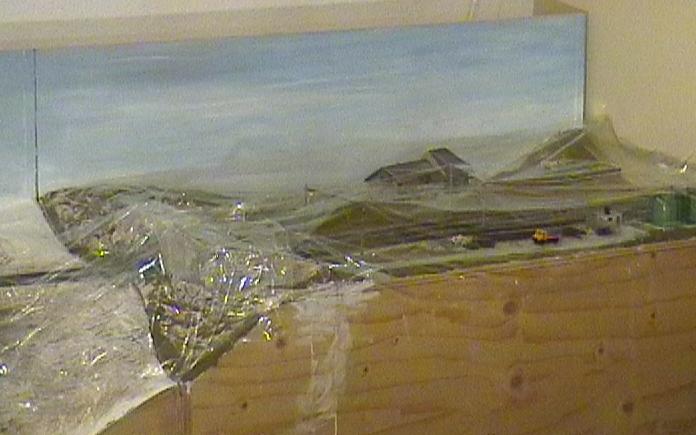 Bien sûr, j'ai protégé les parties déjà décorées et les voies avant de peindre.