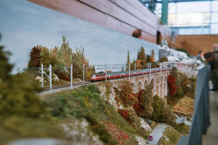 Swiss-Express sur le viaduc lors de l'exposition de Nyon (2003)