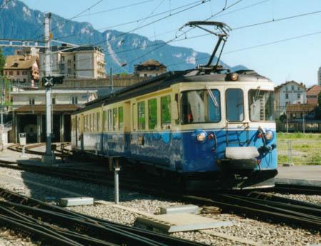 Une vocation de lien régional, symbolisé ici par cette automotrice ABDe 8/8, utilisée pour tracter les trains régionaux qui desservent la Riviera Vaudoise, le Pays d'Enhaut et le haut Simmental
