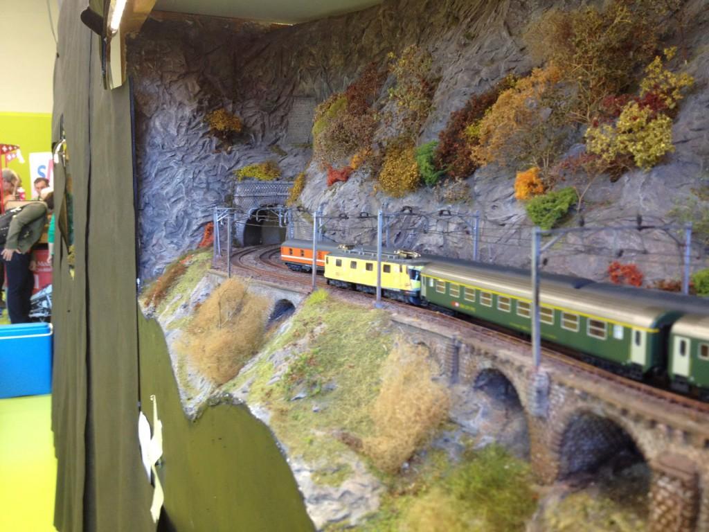 Avec parfois des trains un peu spéciaux, comme cette Re 6/6 fromage