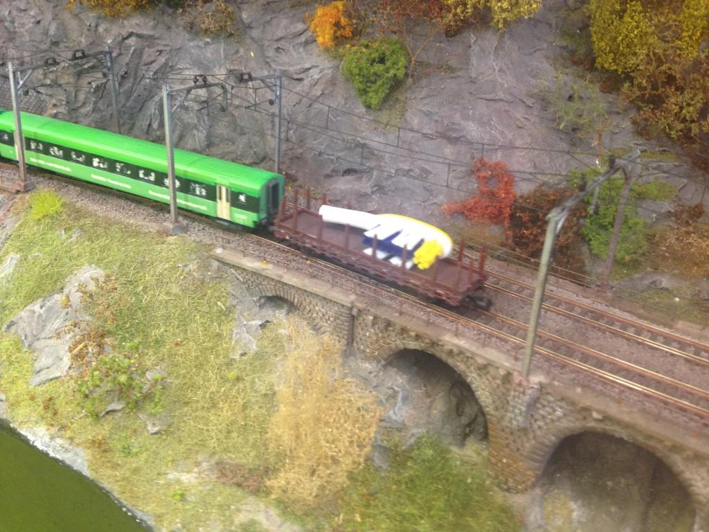 Où ce wagon faisant de la publicité pour l'hygiène buccale en queue du train Rail2000